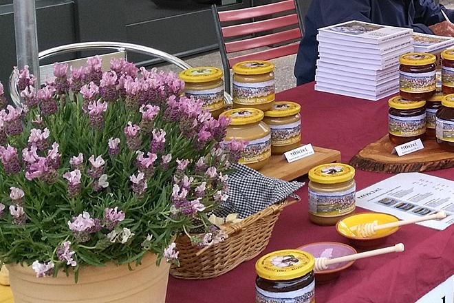 Honigauslage an unserem Marktstand am Winterthurer Maimarkt.