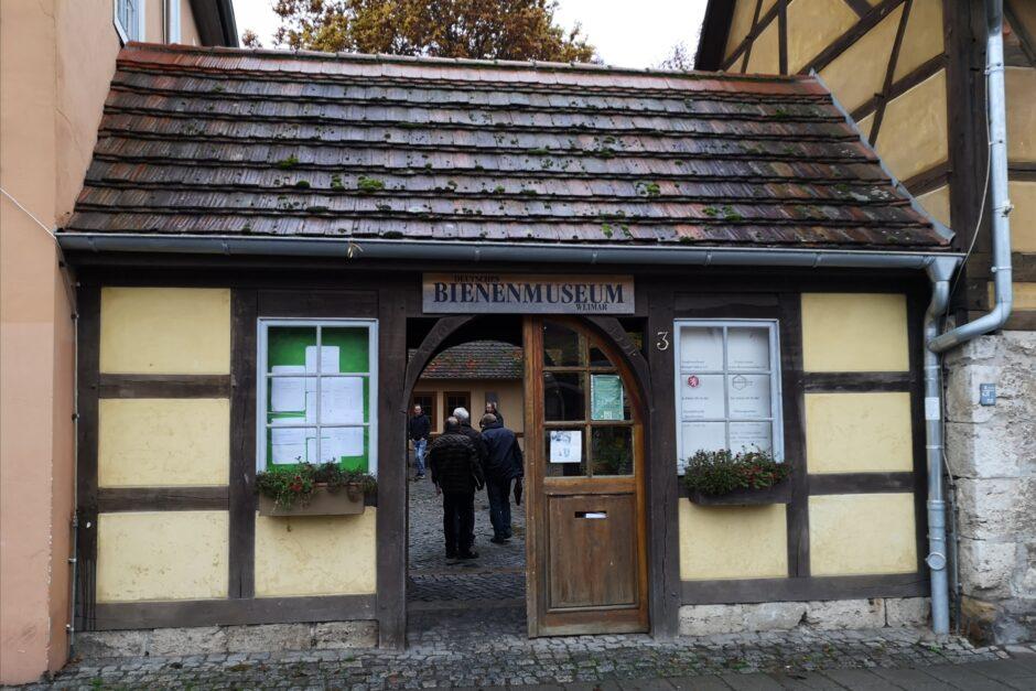 Eingang zum Deutschen Bienenmuseum Weimar