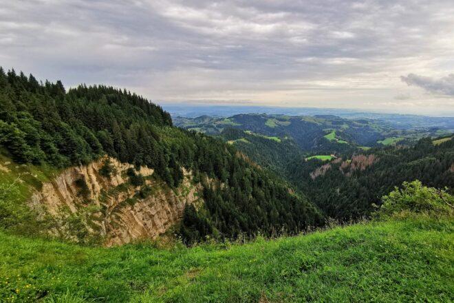 Blick von der Stächelegg übers Änziloch ins Emmental.